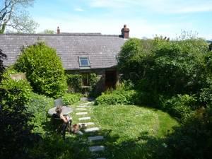loveston-barn-garden